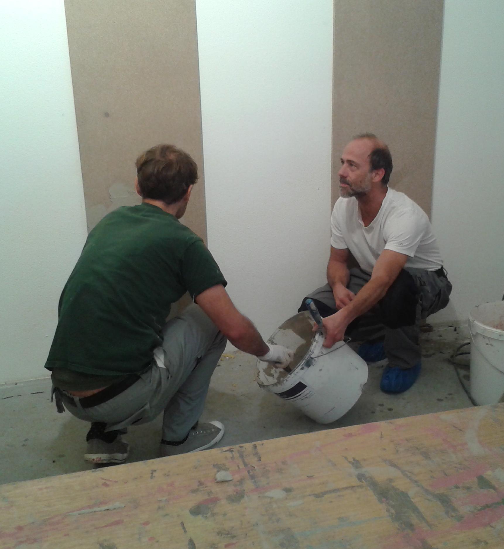 Schulung für Wandgestaltung in Betonoptik von Beton²